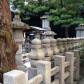 秀次公のお墓のまわりにはご一族の石塔が寄りそいます。